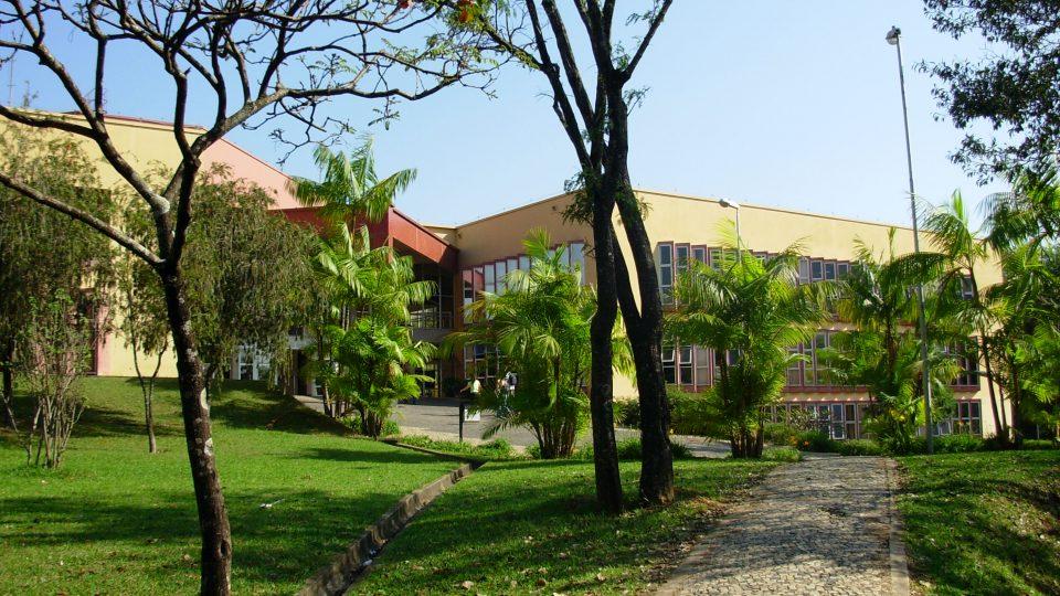 Entrada da Escola de Música. s/d. Campus Pampulha-UFMG. Acervo privado de Maria do Carmo Verza Sartori