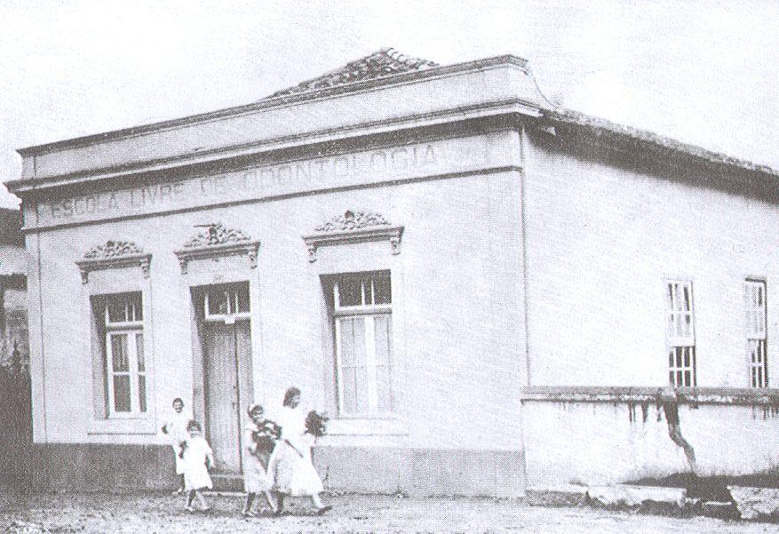 Prédio da Escola Livre de Odontologia e Farmácia de Belo Horizonte, situado na Rua Timbiras. Data: 1907. Acervo Faculdade de Odontologia/UFMG.