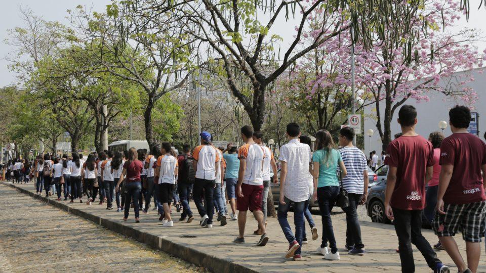 Ruas do campus Pampulha têm intenso movimento desde o início da manhã. Foto: Foca Lisboa