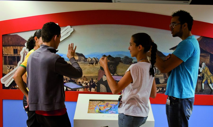 Visita guiada em Libras no Espaço do Conhecimento UFMG.  Foto: Kayke Quadros/Espaço do Conhecimento