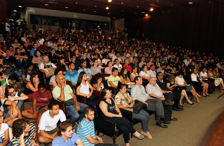A conferência lotou o auditório da Reitoria e ainda foi exibida em dois telões. Fotos de Foca Lisboa / UFMG