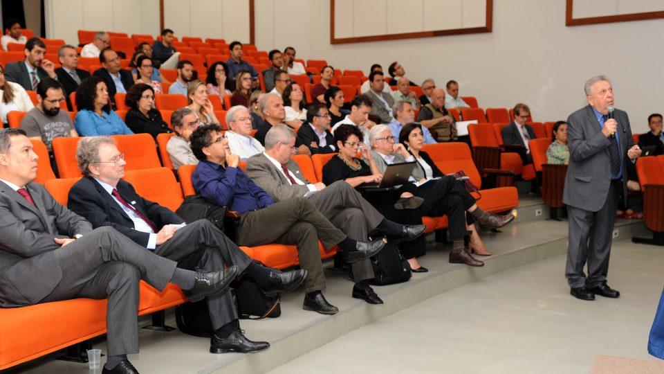 José Galizia Tundisi, em conferência nesta quarta-feira. Fotos: Carol Prado / UFMG