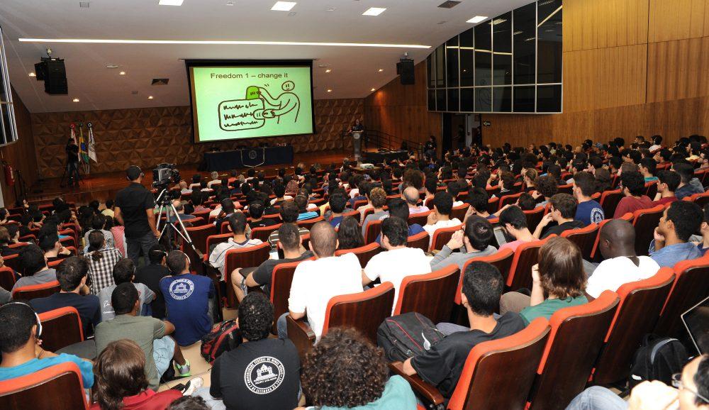 A conferência reuniu mais de 900 pessoas em dois auditórios. Foto: Foca Lisboa/ UFMG
