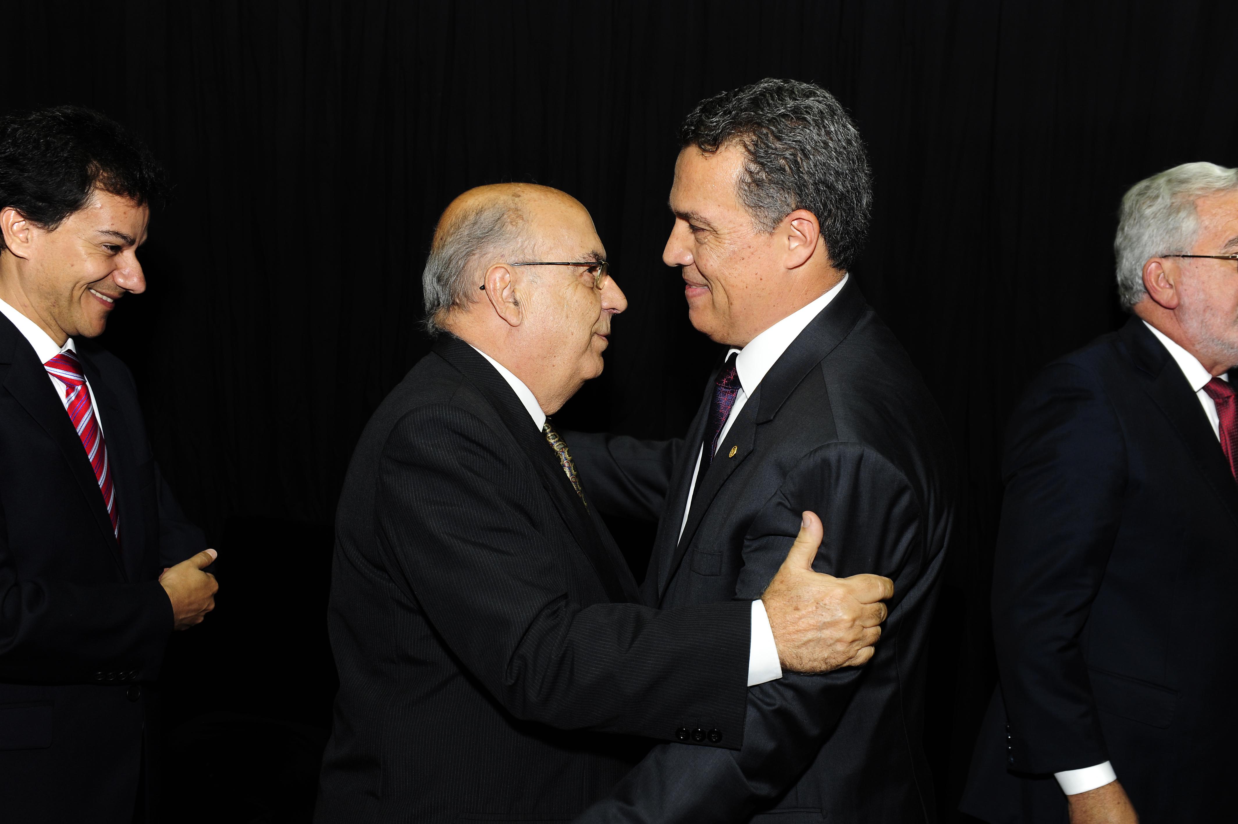 Cid Velloso e Jaime Ramírez, na posse de Jaime como reitor da UFMG, em 2014. Foto: Foca Lisboa