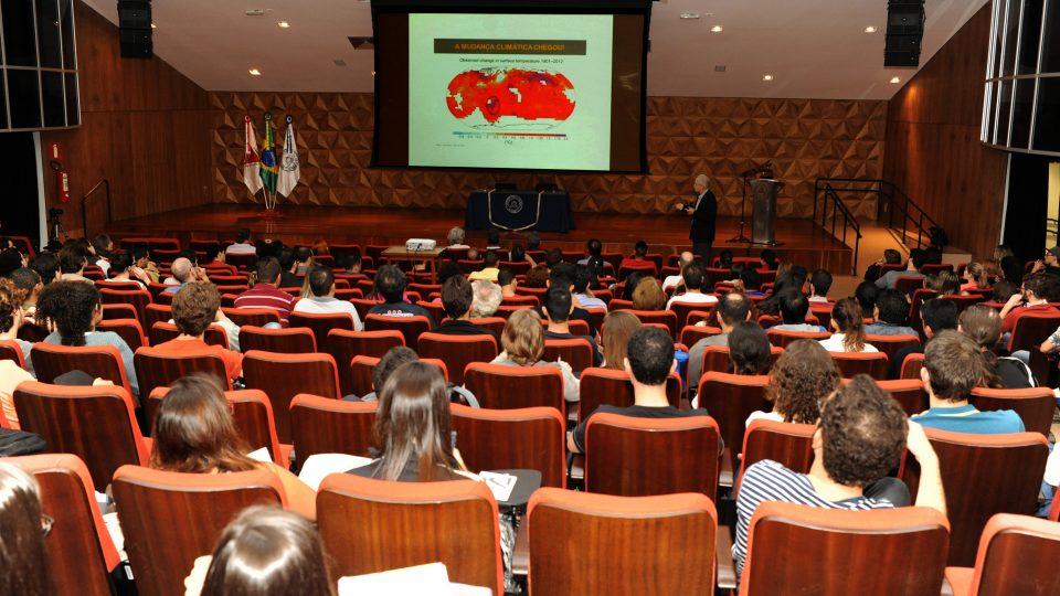 Conferência foi realizada no Centro de Atividades Didáticas de Ciências Naturais (CAD1). Foto: Foca Lisboa/ UFMG