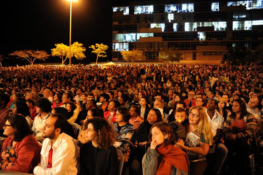 Apresentação da orquestra filarmônica de Minas Gerais no gramado da Reitoria da UFMG, em 2017. Foto: Foca Lisboa / UFMG