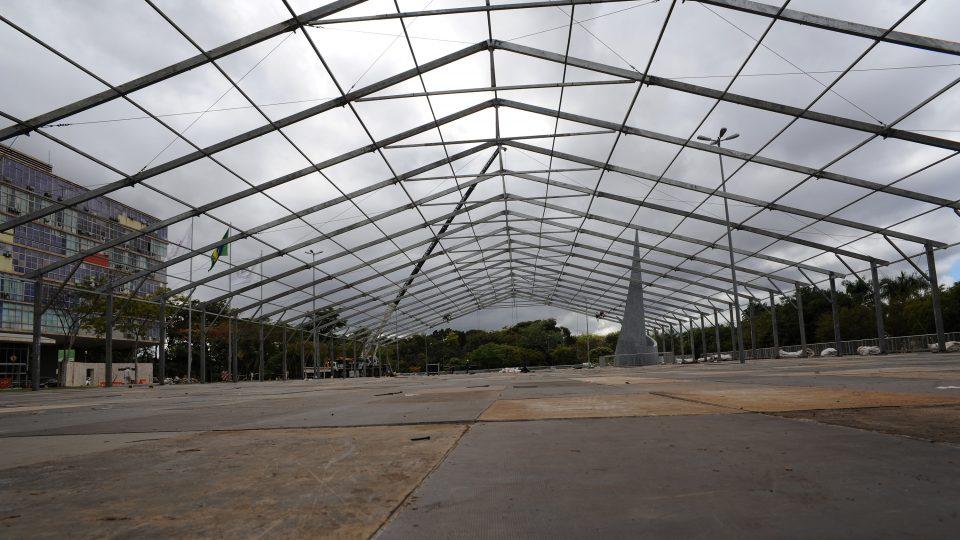 Plataforma no gramado da Reitoria terá 115 por 40 metros. Foto: Foca Lisboa/ UFMG