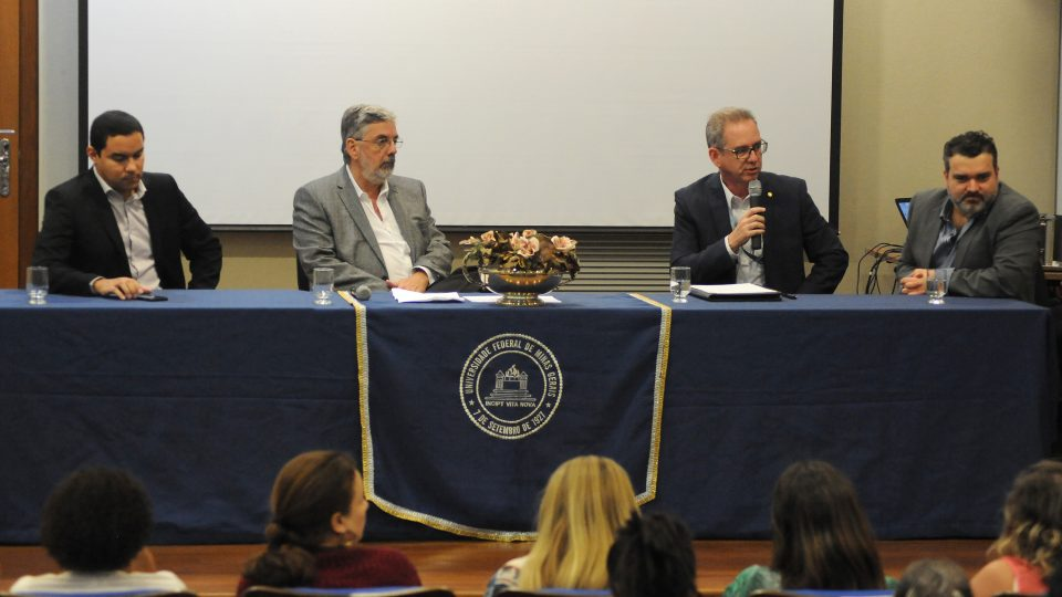 Da esquerda para a direita: analista Marco Aurélio Rodrigues Braga e professores Renato Venâncio, Diógenes da Silva Jr. e Daniel Flores