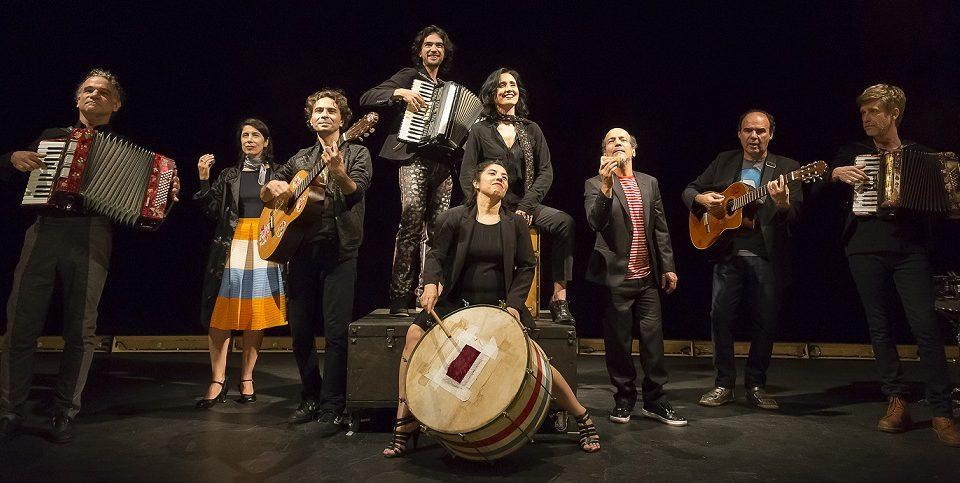 """""""De Tempo Somos"""", espetáculo do Grupo Galpão. Foto: Guto Muniz"""