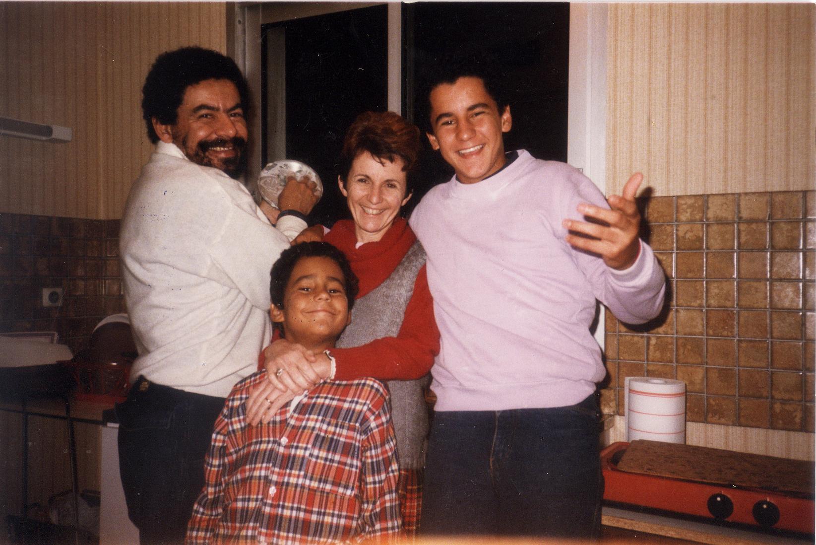 Temporada do pós-doutorado em Paris, com sua família: sua esposa, Yara, e dois de seus filhos, Daniel e Pedro. O terceiro, Ernesto, está atrás da câmera. Arquivo pessoal