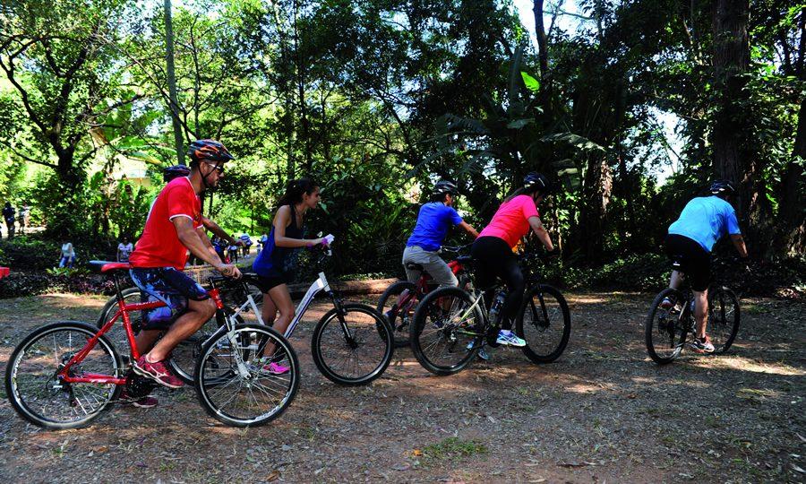 Ciclistas percorrem trilha do campus Pampulha em edição anterior do evento. Foto: Foca Lisboa/ UFMG