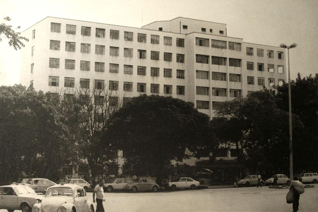 Prédio da Faculdade de Medicina da UFMG, construído na década de 1960. Acervo Cememor/ UFMG