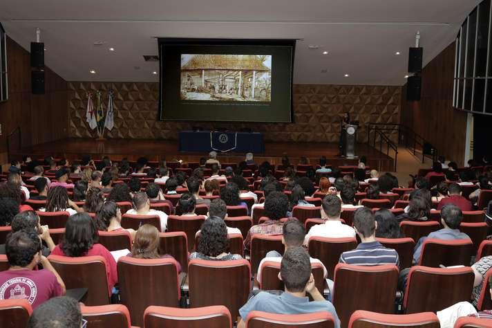 Conferência realizada no CAD 1 integrou ciclo sobre desafios contemporâneos. Foto: Foca Lisboa / UFMG