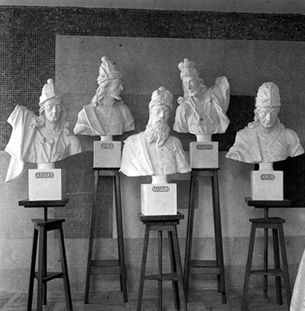 Réplicas dos bustos de profetas elaboradas nos ateliês da Escola de Arquitetura e pertencentes ao acervo do Museu