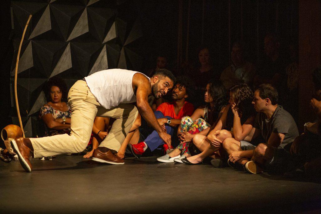 "Espetáculo teatral ""Mata Rasteira"", do Grupo Caras Pintadas (Foto: Flávio Patrocínio)"