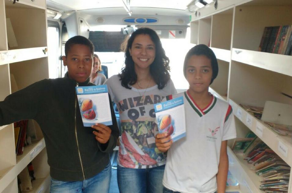 Projeto Carro Biblioteca, o Boletim Bairro a Bairro. Foto: Olívia Araújo/2016.