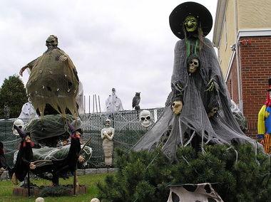 800px-Halloween_Witch_2011.JPG