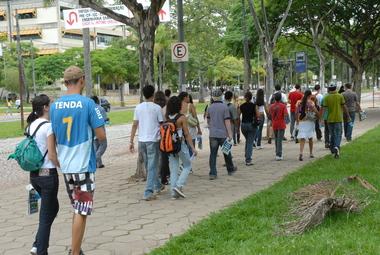 FOTO%20FOCA%20LISBOA-estudantes-campus.JPG