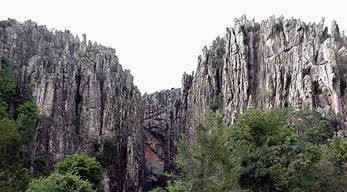 Excursão na Serra do Espinhaço abre simpósio de geologia em Diamantina